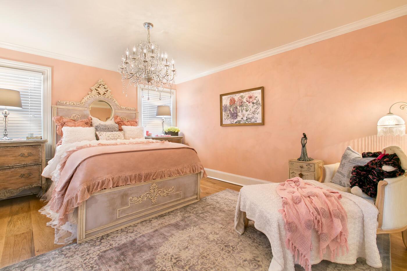 peach-bedroom