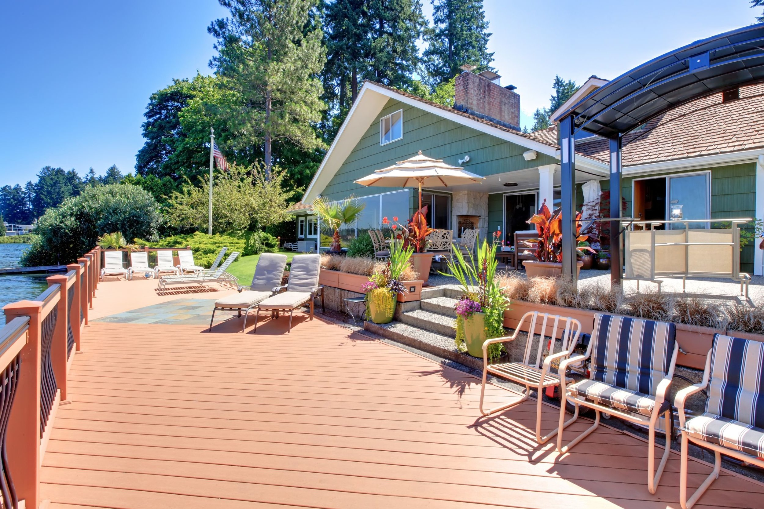 lake_house_patio.jpg