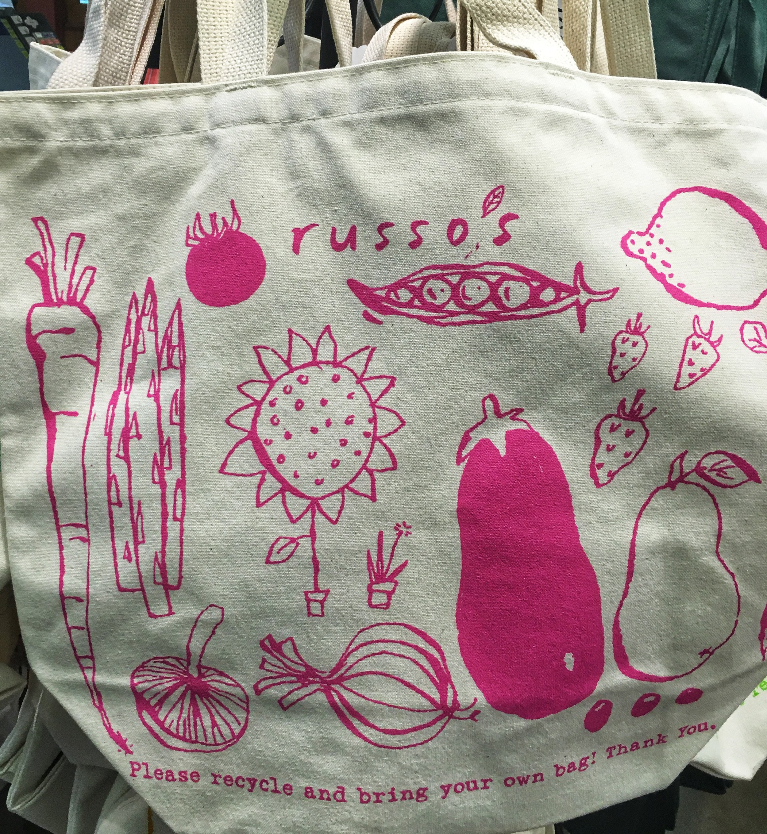 A very happy pink Russ'o's Tote Bag or Summer!