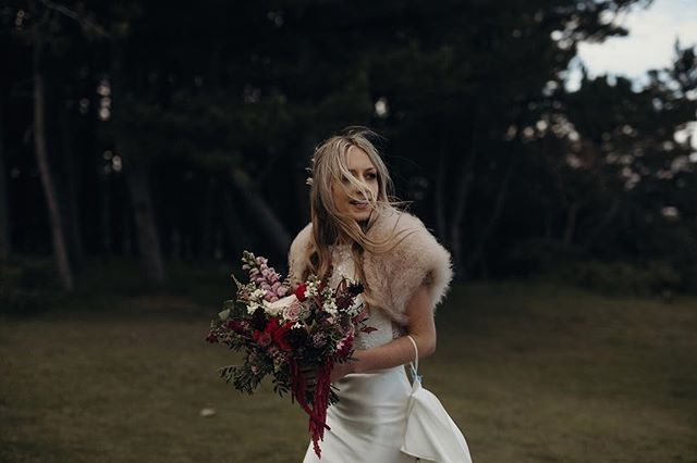 Windswept hair and messy bouquets, need we say more? 🤩 ⠀⠀⠀⠀⠀⠀⠀⠀⠀ #wildloveadventures #weddingdream #weddingdayready  #dirtybootsmessyhair #adventureawaits #outdoorwedding #outdoorweddingdecor #weddingunderthestars #bohowedding #naturewedding #wildwedding #ukwedding #londonwedding #ukweddingphotographer #scottishwedding #highlandswedding