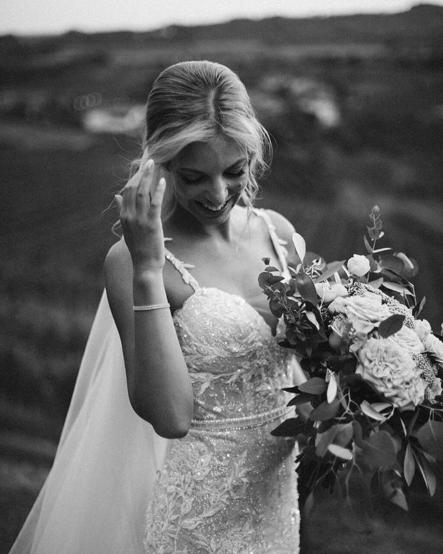 How about this beauty with the gorgeous messy bouquet by @akweddings? We can't get enough of this smile that just shines from within 💫 ⠀⠀⠀⠀⠀⠀⠀⠀⠀ #bridegoals #weddingdressinspo #laceweddingdress #messybouquet #weddinginspo #weddingbouquet #greenerywedding #greenerybouquet #weddingflowers #weddingdream #weddingdayready #brideandtonic #porocnaobleka #nevesta2019 #porocnifotograf #poroka2019