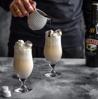 baileys_winter_cocktail_hot_chocolate_sauce3-1.jpg