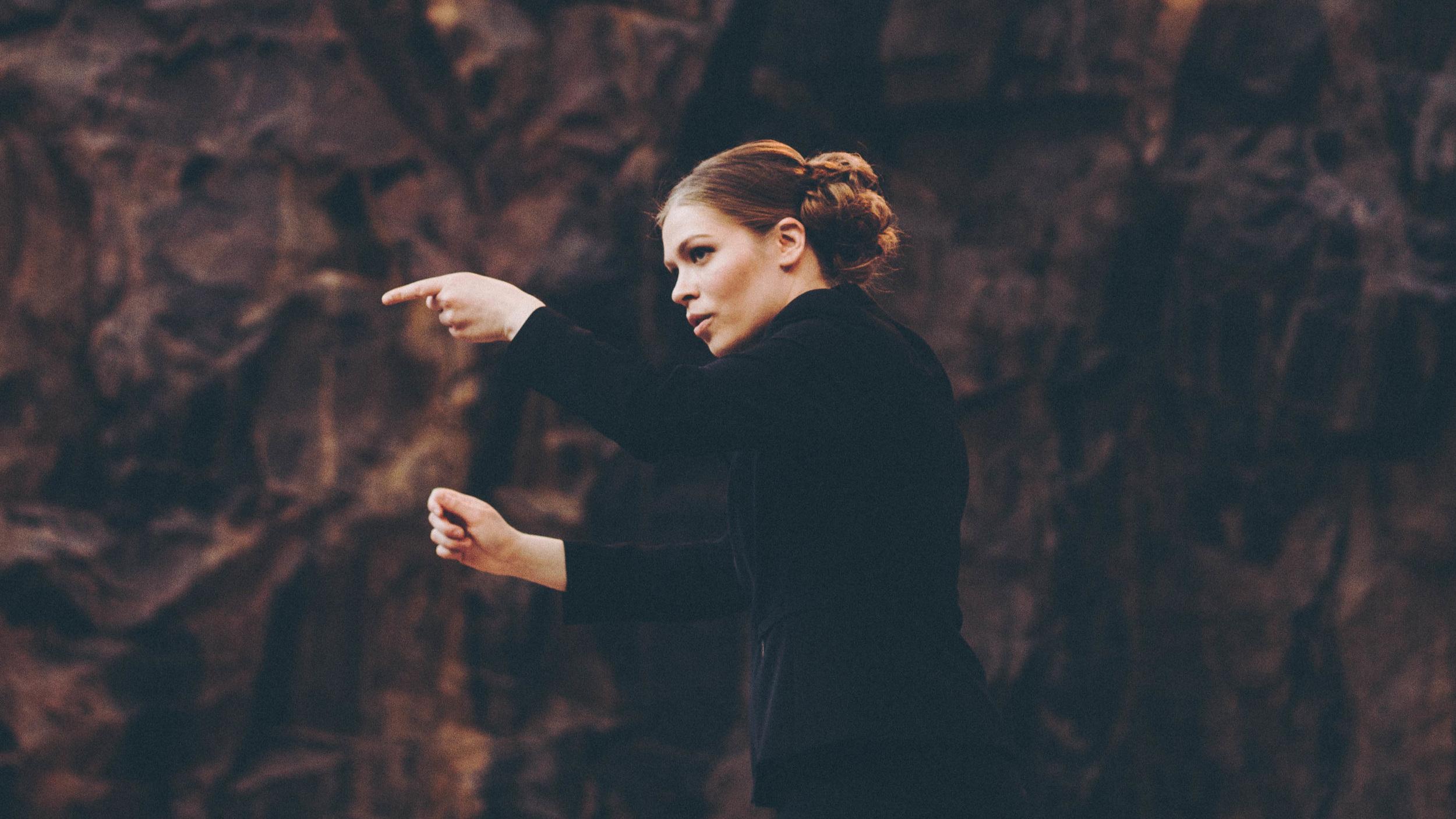 Elisa Huovinen Är Akademiska Sångföreningens nya Dirigent - Akademiska Sångföreningen har valt Elisa Huovinen till ny konstnärlig ledare och dirigent. Huovinen efterträder körens långvariga dirigent Kari Turunen, som flyttar utomlands för att jobba som konstnärlig ledare för Vancouver Chamber Choir.