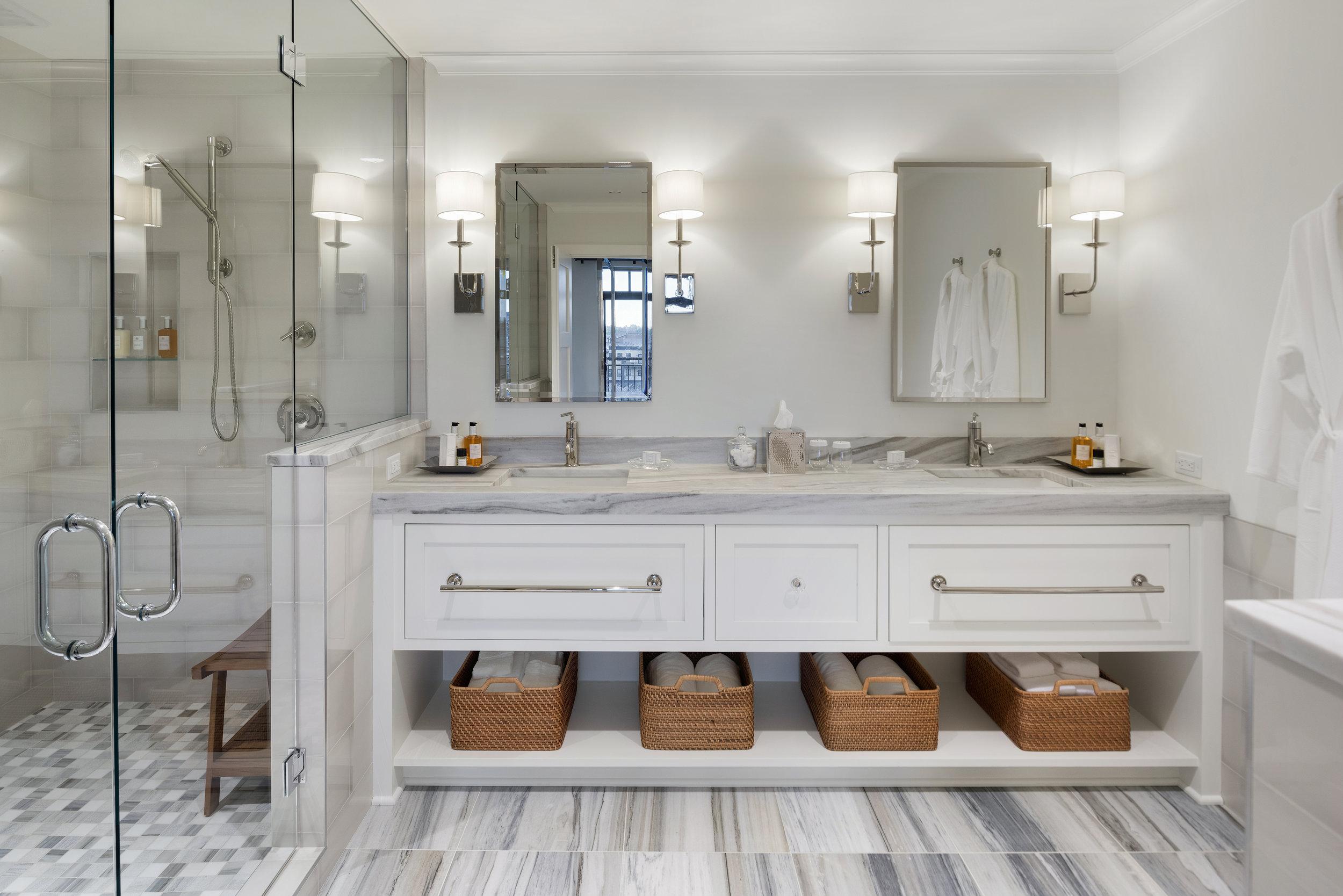 411_presidential suite_bathroom_.jpg