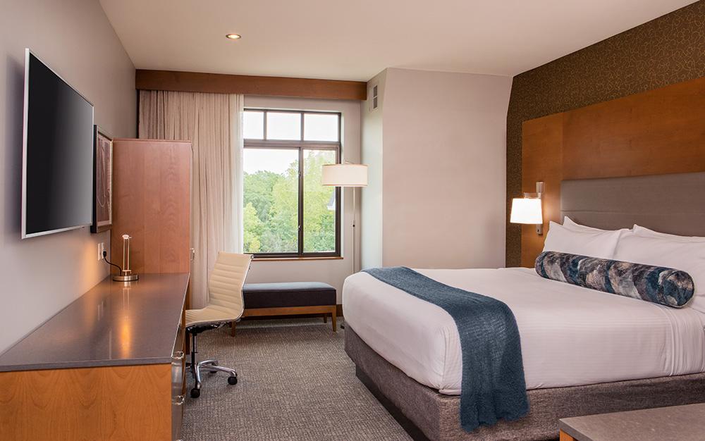 King Guestroom L.jpg