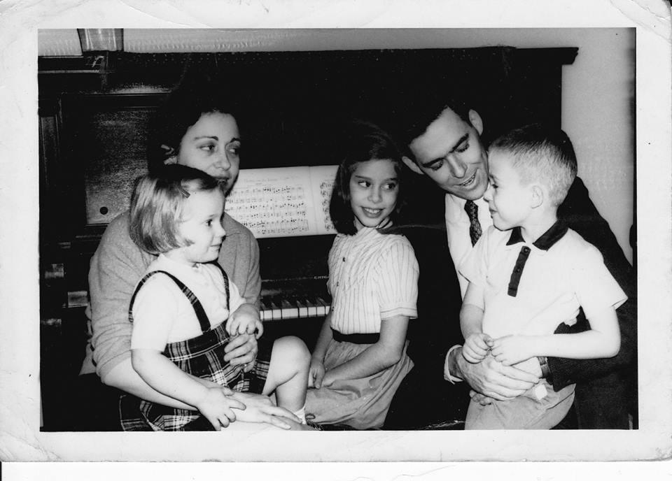 Dick Tholin and kids.jpg