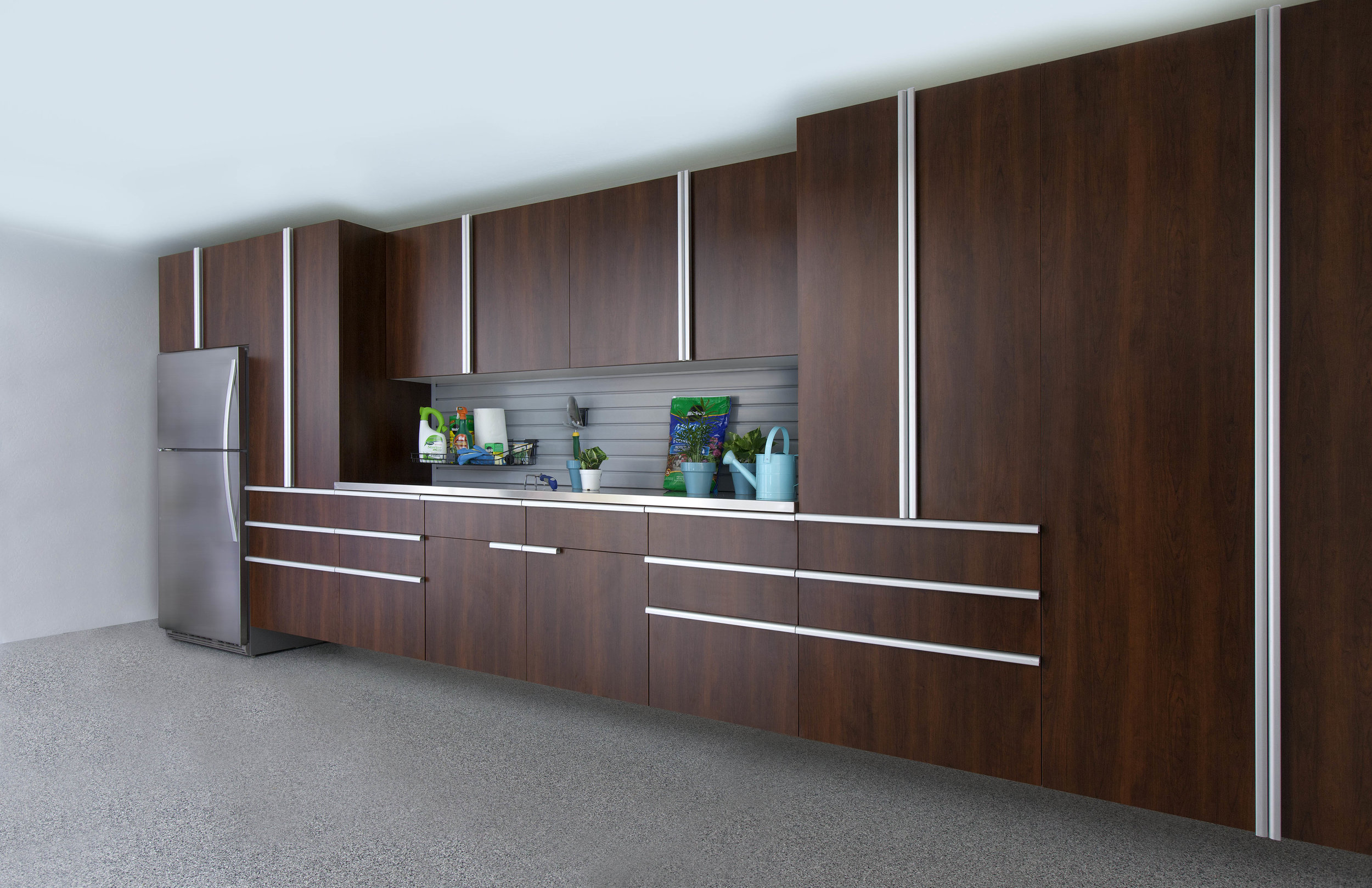 Coco Garage-Extruded Handles-Stainless Workbench-Slatwall-Smoke Floor-ANGLE-Fetch-Sep 2013.jpg