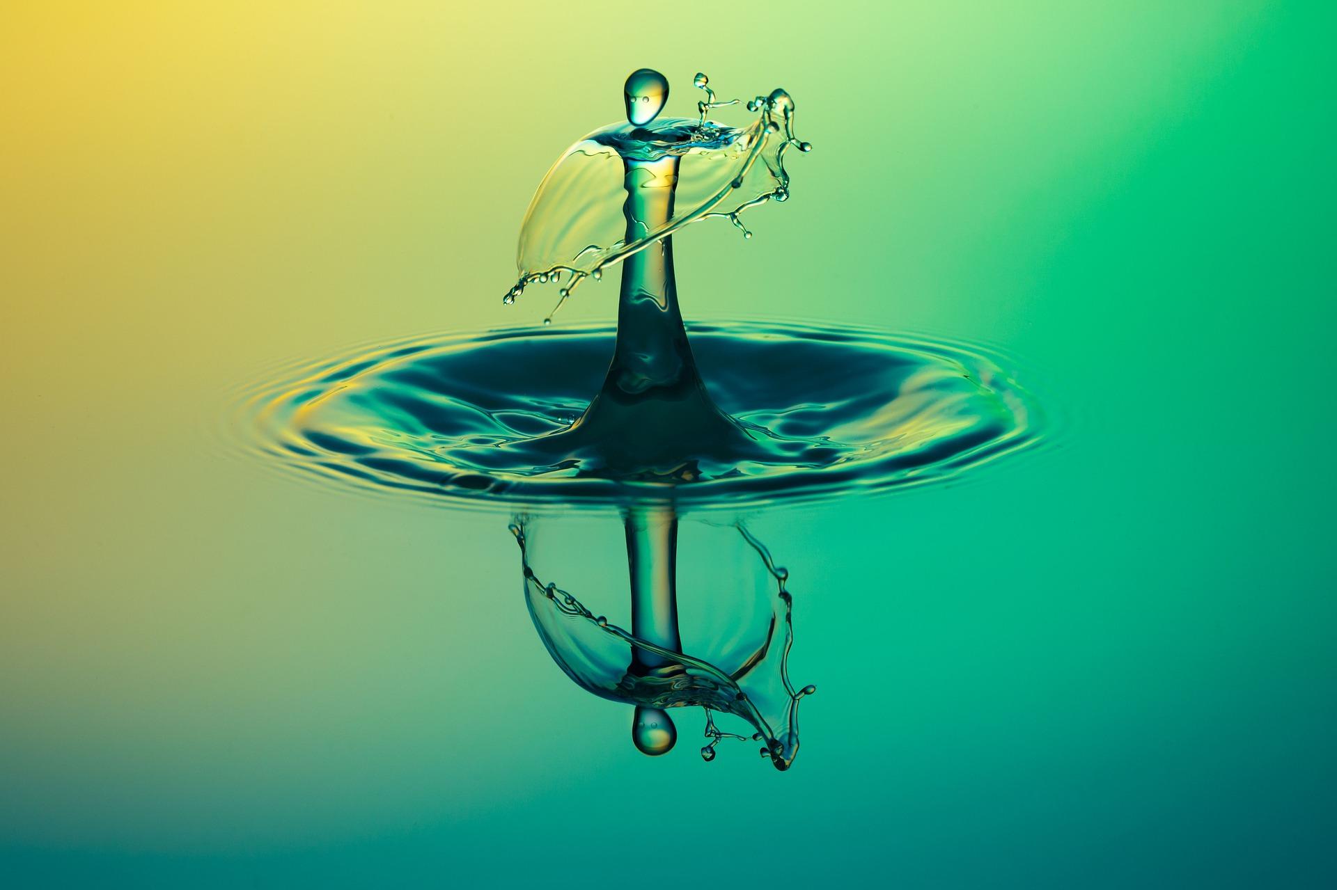 drop-of-water-1004250_1920.jpg