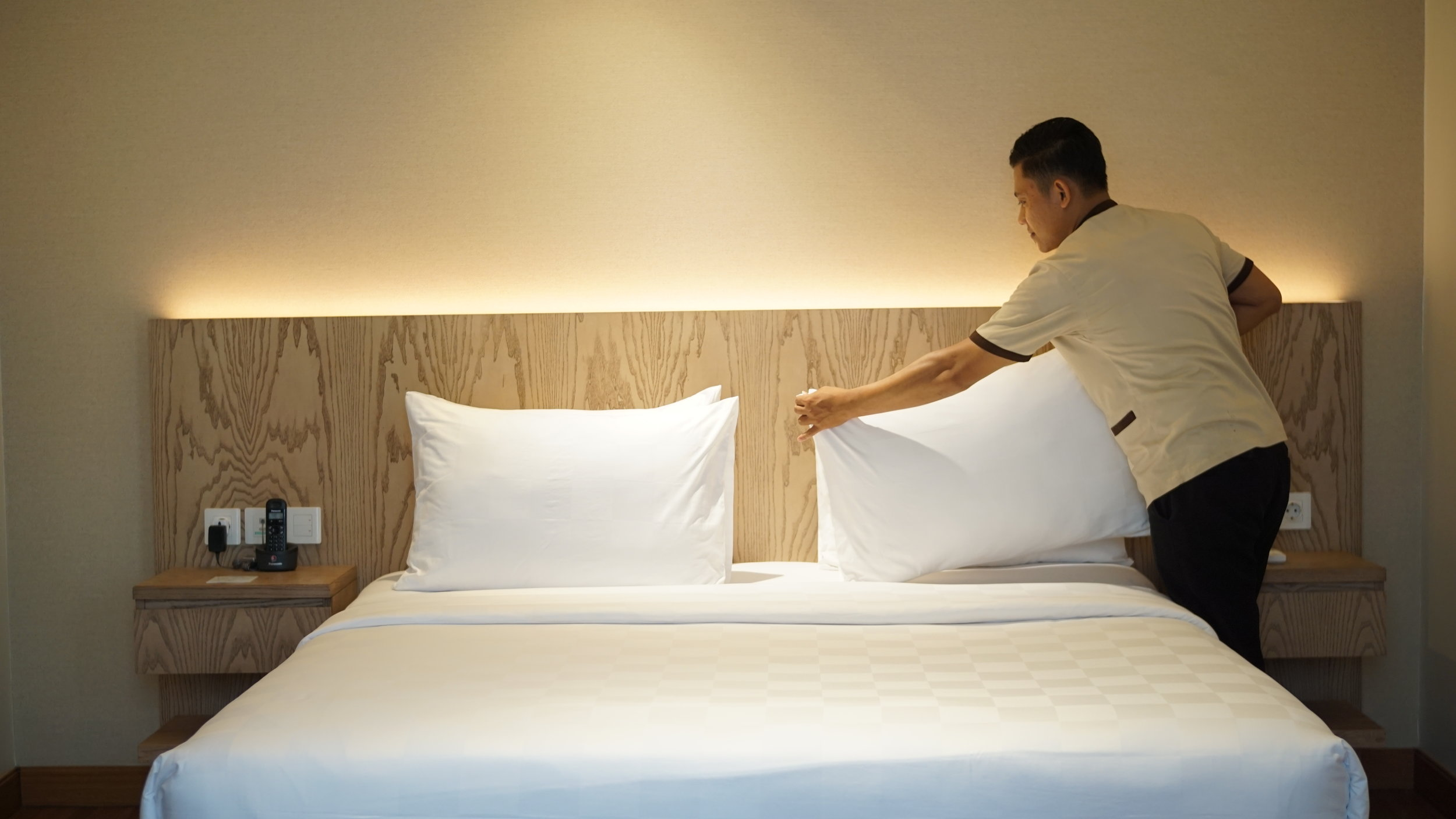 A tidy bed is a pleasing bed. (Photo:  Dwijaya House of Pakubuwono )