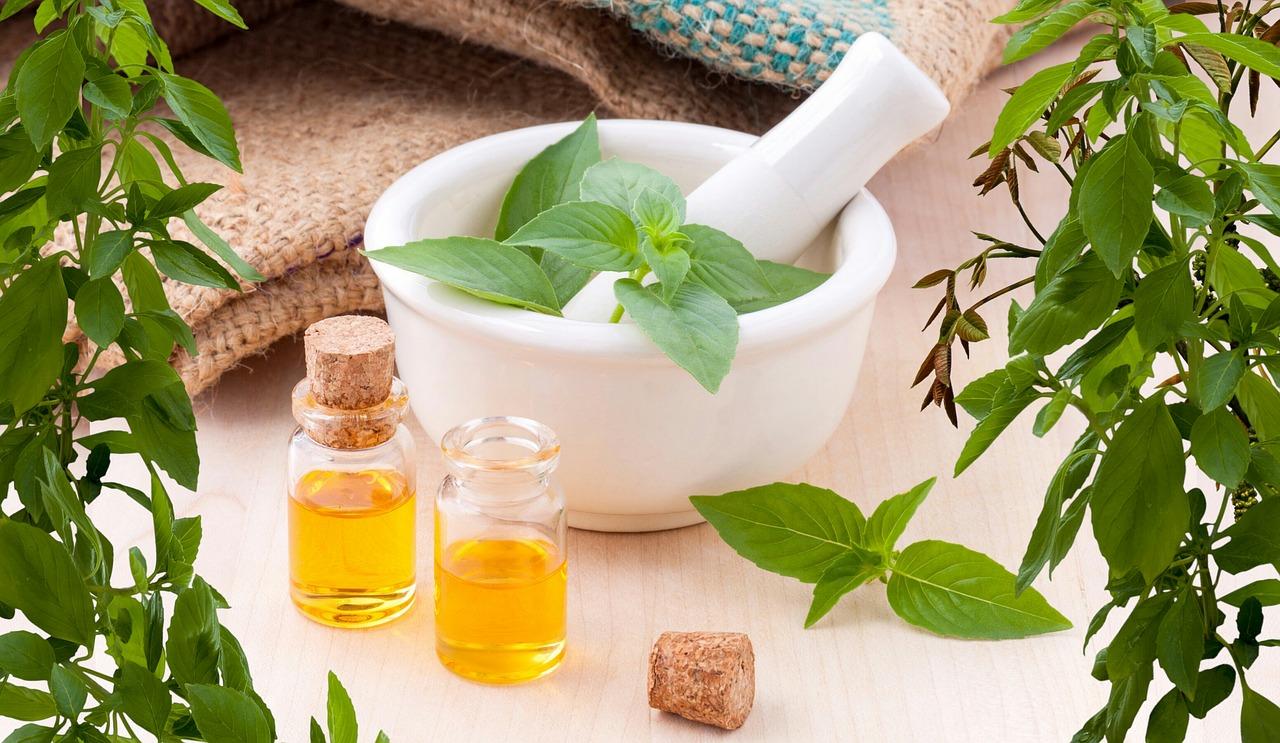 5-ways-to-add-essentisl-oil-to-your-skin-care-routine
