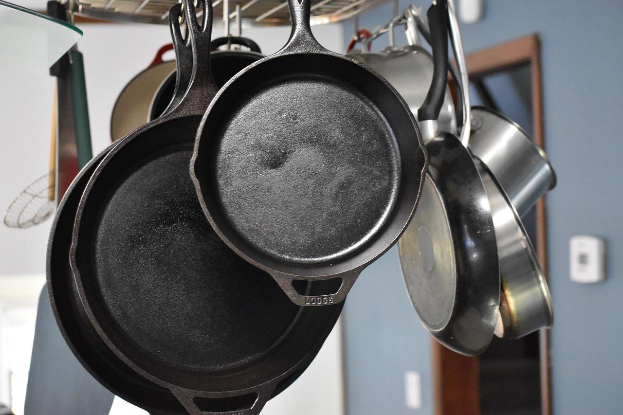 should-you-ditch-teflon-for-cast-iron-pans