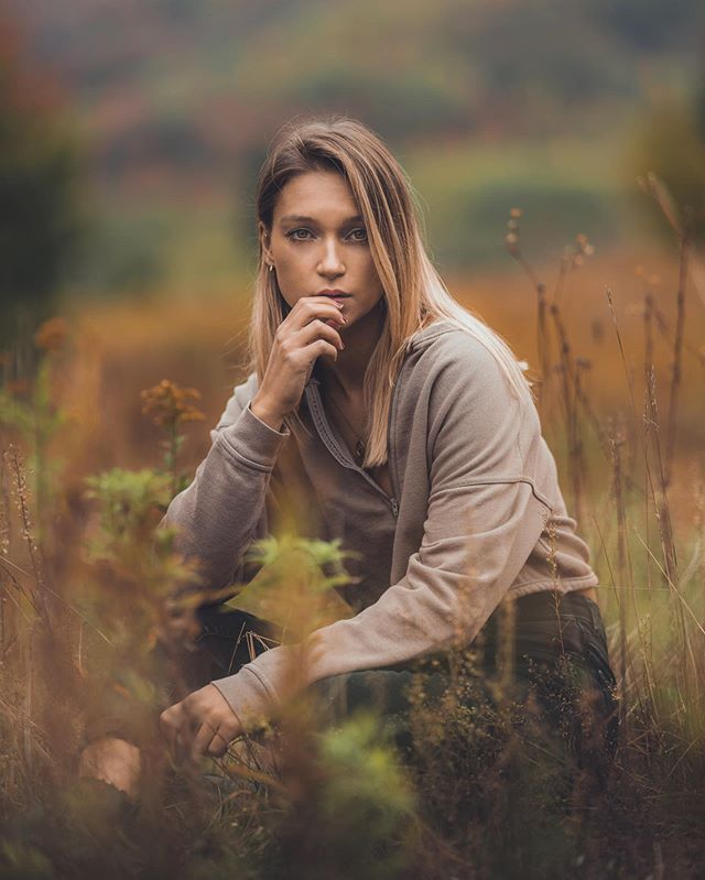 Those colors 🍂🍁 @naomiegoyette . . . . .  #HypeBeast #vscoportrait #ig_mood #discoverportrait #portraitphotography #profile_vision #bleachmyfilm #postmoreportraits #portraitpage #igpodium_portraits #portraiture #makeportraits #ftwotw #makeportraitsnotwar #quietthechaos #makeportraitsmag #expofilm #humaneffect #portrait_perfection #agameofportraits #pursuitofportraits #portraitisreligion #peopleinframe  #sonyimages #sonyalpha #sonyalphasclub #sonyphotogallery #gosselinphoto #bealpha