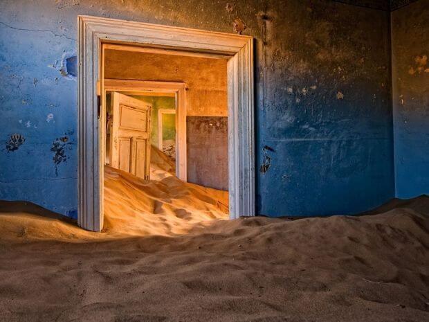 Kolmanskop_Namib-Desert.jpg