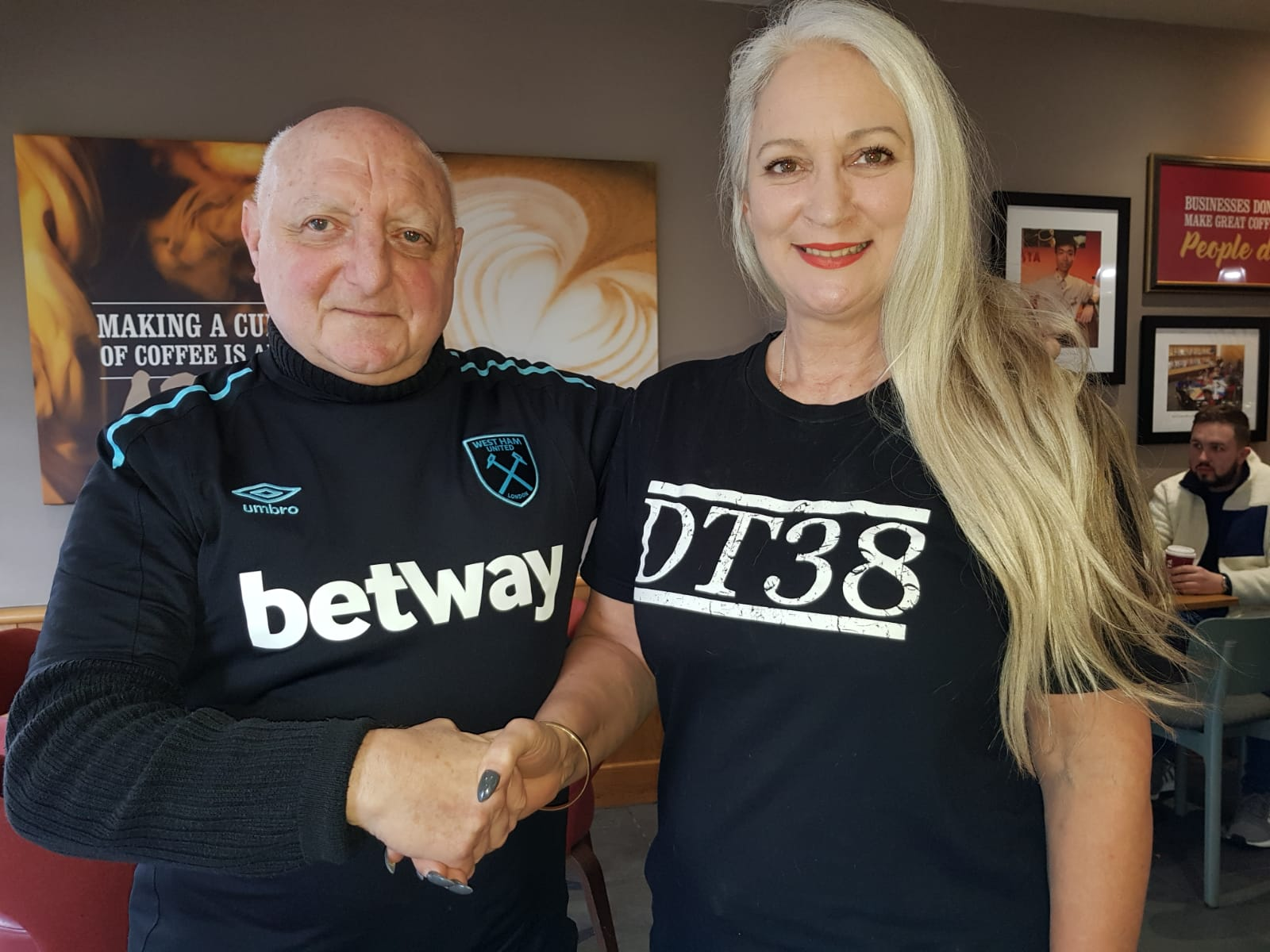 WHUISA Membership Officer Lew Ozarow with Tracey Tombides of DT38