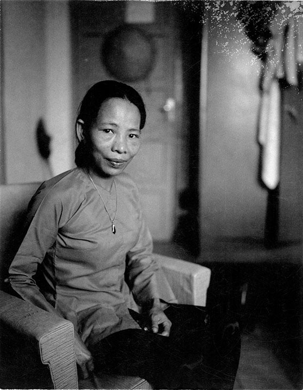 3-portraitsofvietnam-maid.jpg