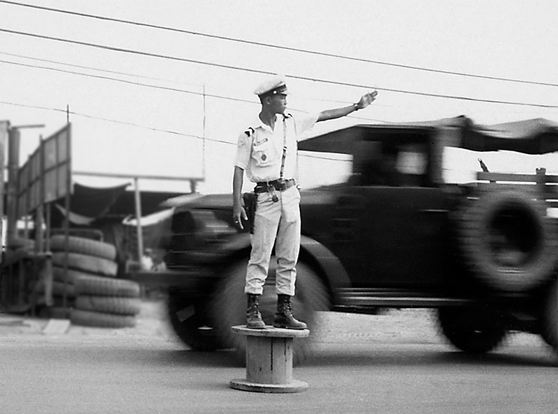 5-portraitsofvietnam-traffic-cop.jpg