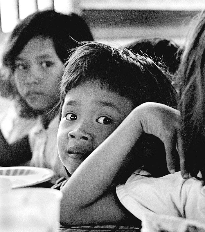 27-portraitsofvietnam-elbow-girl.jpg