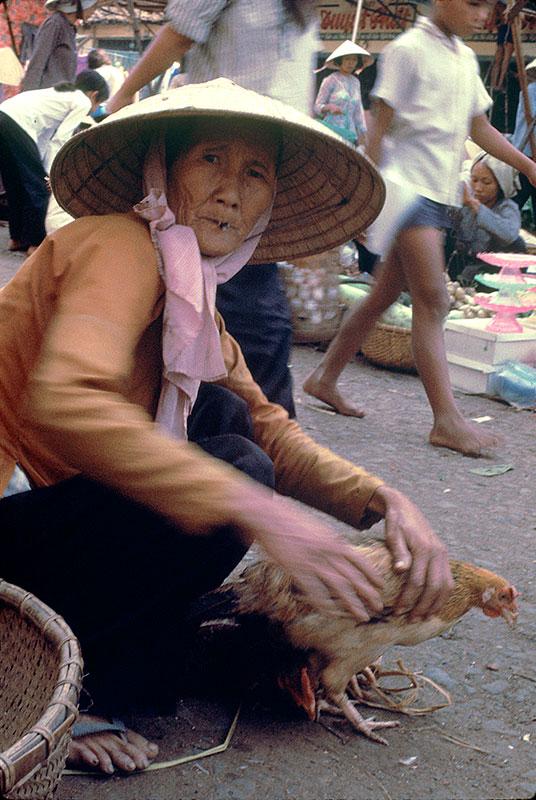 28-portraitsofvietnam-old-lady.jpg
