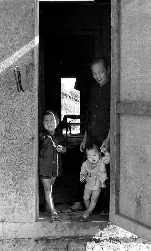 16-portraitsofvietnam-doorway.jpg
