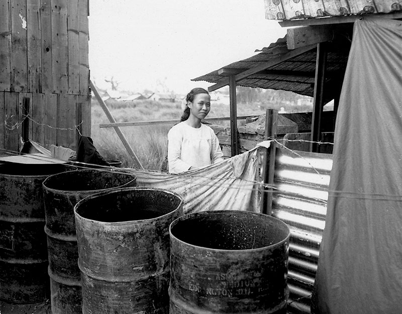 18-portraitsofvietnam-woman-and-barrels.jpg