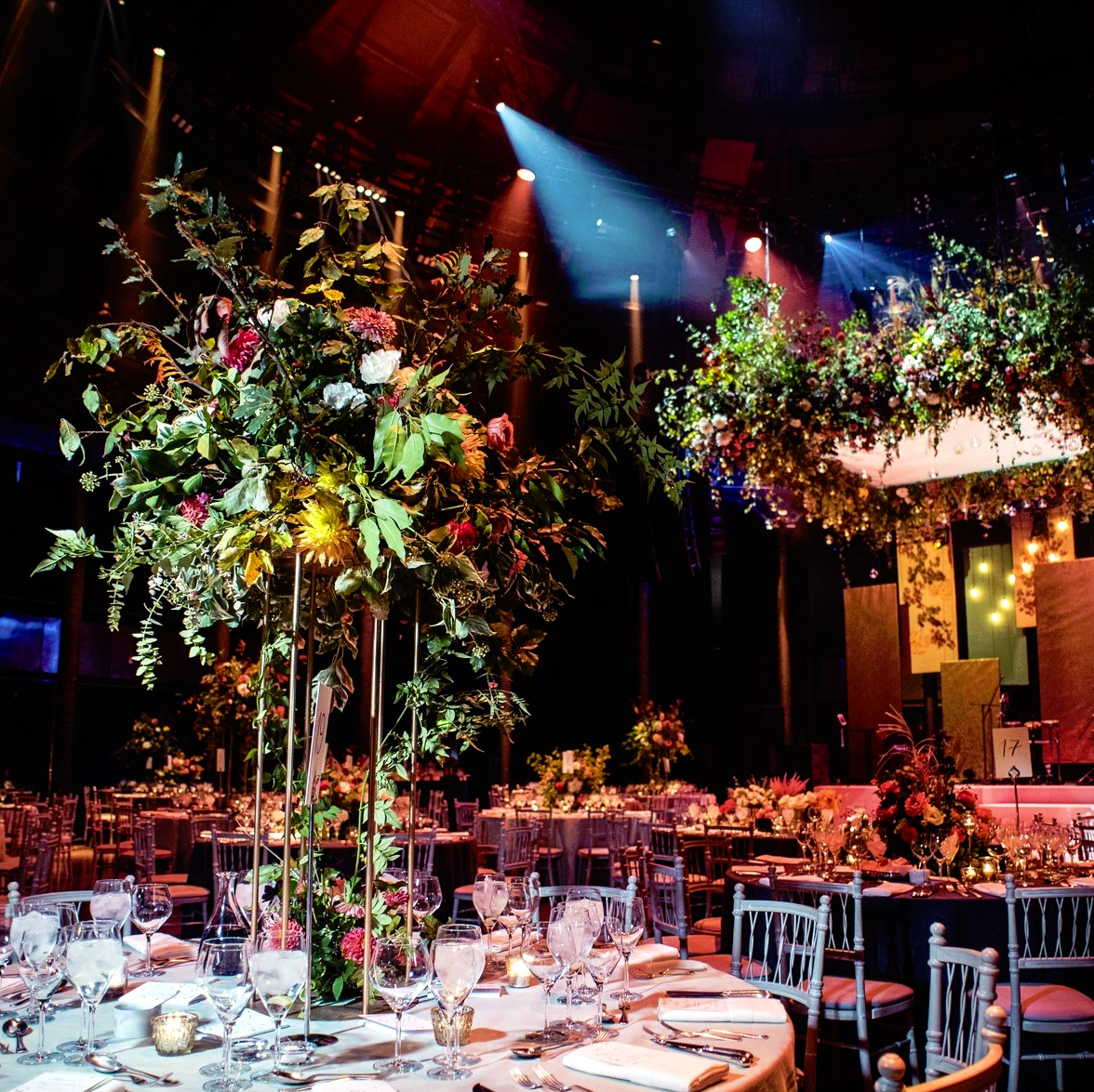 TABLE ARRANGEMENT AND FLORAL CANOPY