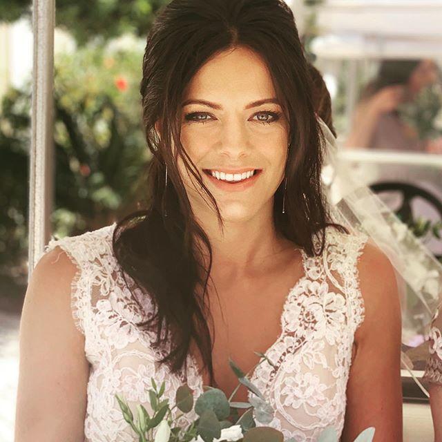 Catching up ... its been busy ... Ashley beautiful bride , so luck to meet such great people . ♥️ ♥️ ♥️ #algarvemakeupartist #burgau #lovemyjob #bridalmua #algarvemua #Armani makeup #charlottetilburyproartistry