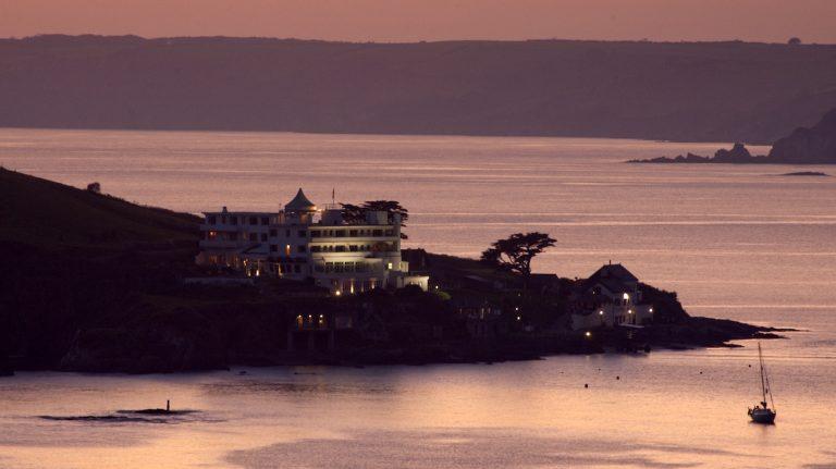 burgh_island_hotel_at_sunset-768x431.jpg