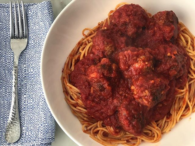It's not all butter and sugar all the time over here in the Doughmestic Kitchen. We also offer delicious, fully prepared meals for pickup or delivery in San Antonio. Our most popular dish? Classic Spaghetti and Meatballs-always a crowd pleaser! Follow the link in bio to find the current menu and email for pricing.