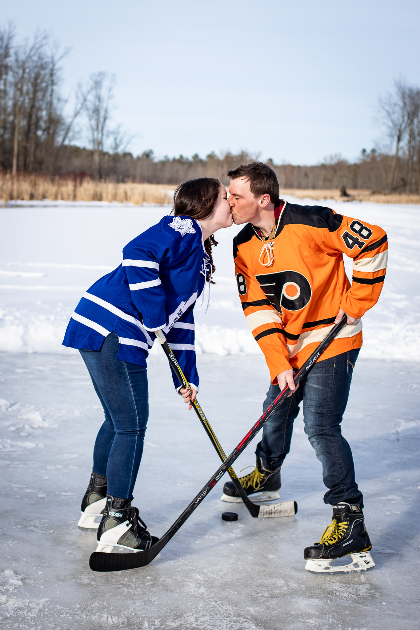 ice-skating-hockey-engagement-photos-10.jpg