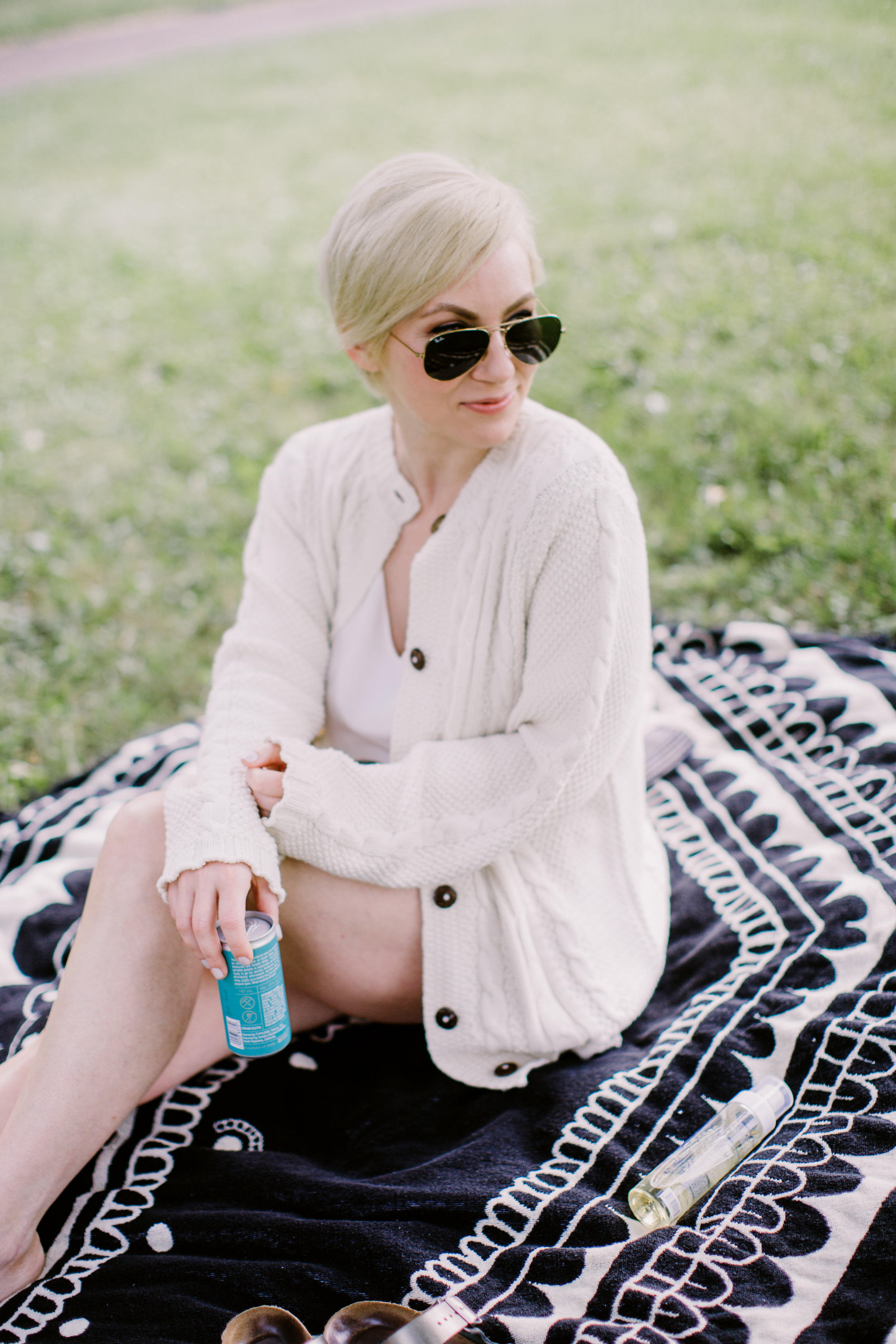 lovenothingmore-pittsburghblogger-woolenmill-rayban-birkenstocks