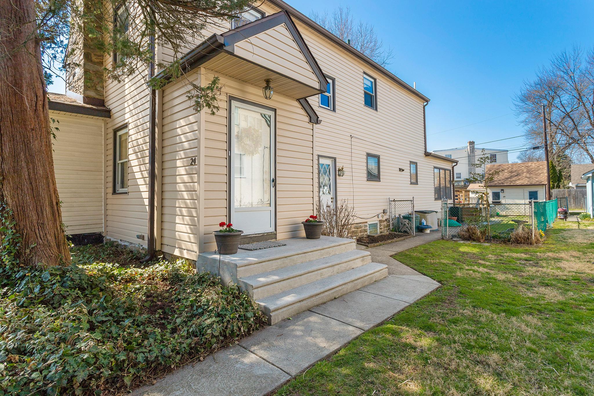 VMT 24 Ridley Ave, Aldan PA-online-01.jpg
