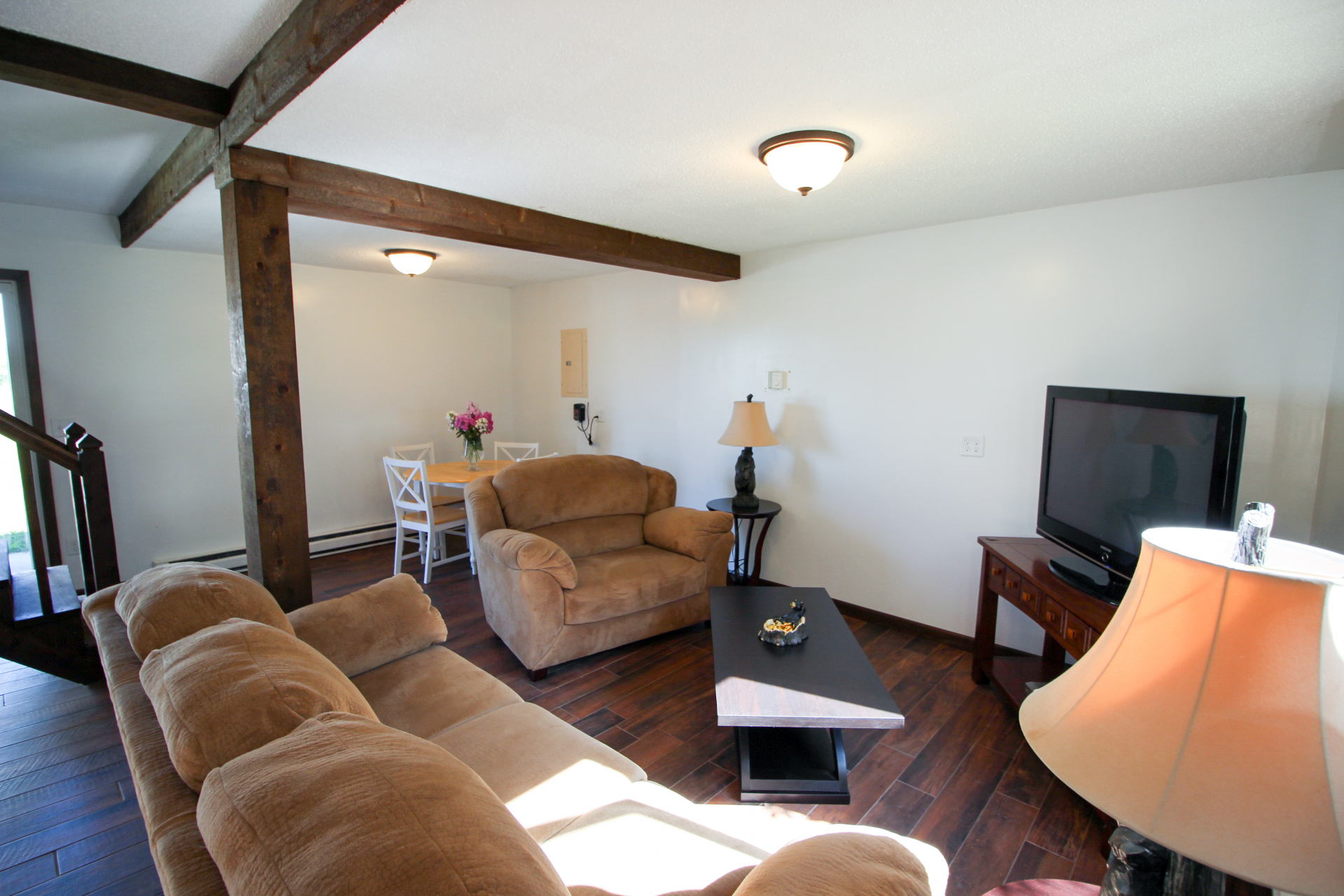lounge 004.jpg