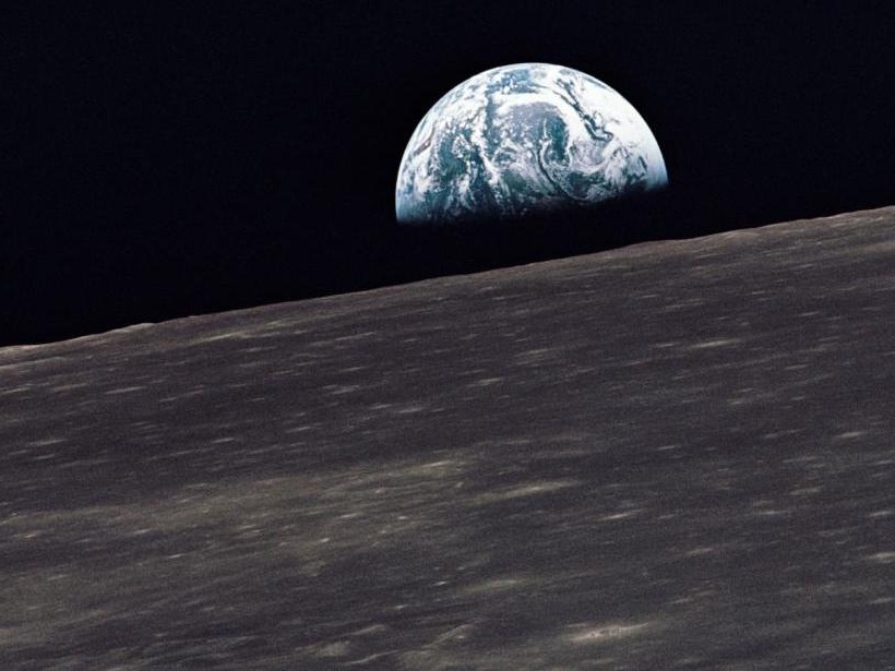 Apollo_10_earthrise_0.jpg