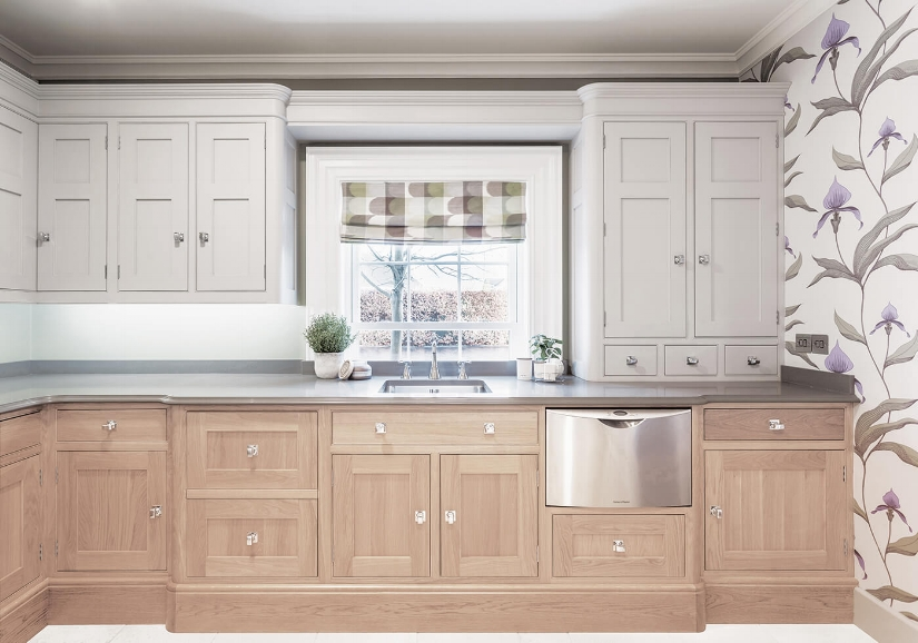 Rounding out the corners on cabinetry seems to be a bit of a trend in the English kitchen market. Kitchen by Hayburn & Co.