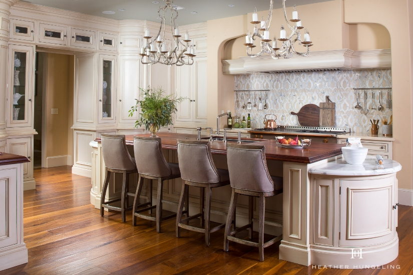 English kitchen brand, Clive Christian, offers a selection of curved cabinetry pieces which were used here to soften the angular nature of this room.