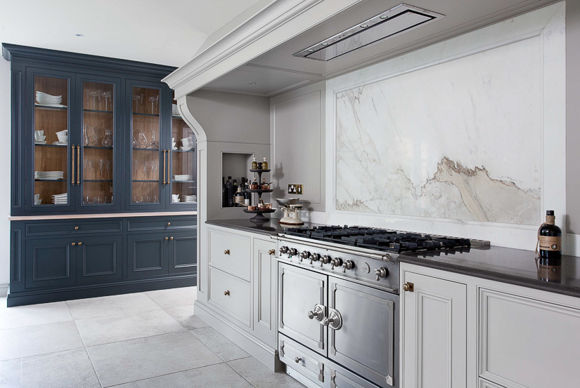 A stand-alone English kitchen dresser gives added character to this room. Irish cabinet maker, Woodale Designs, has captured the mix of traditional and contemporary sensibilities very well in this stunning kitchen.