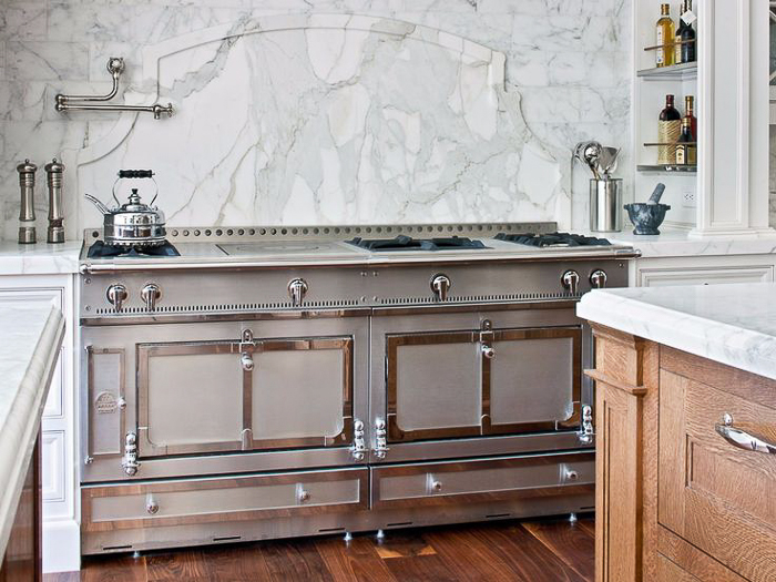 While marble tile is pretty enough on its own, why not take it up a notch and add a pretty decorative backsplash detail made out of a marble slab? Kitchen Marble Ideas.