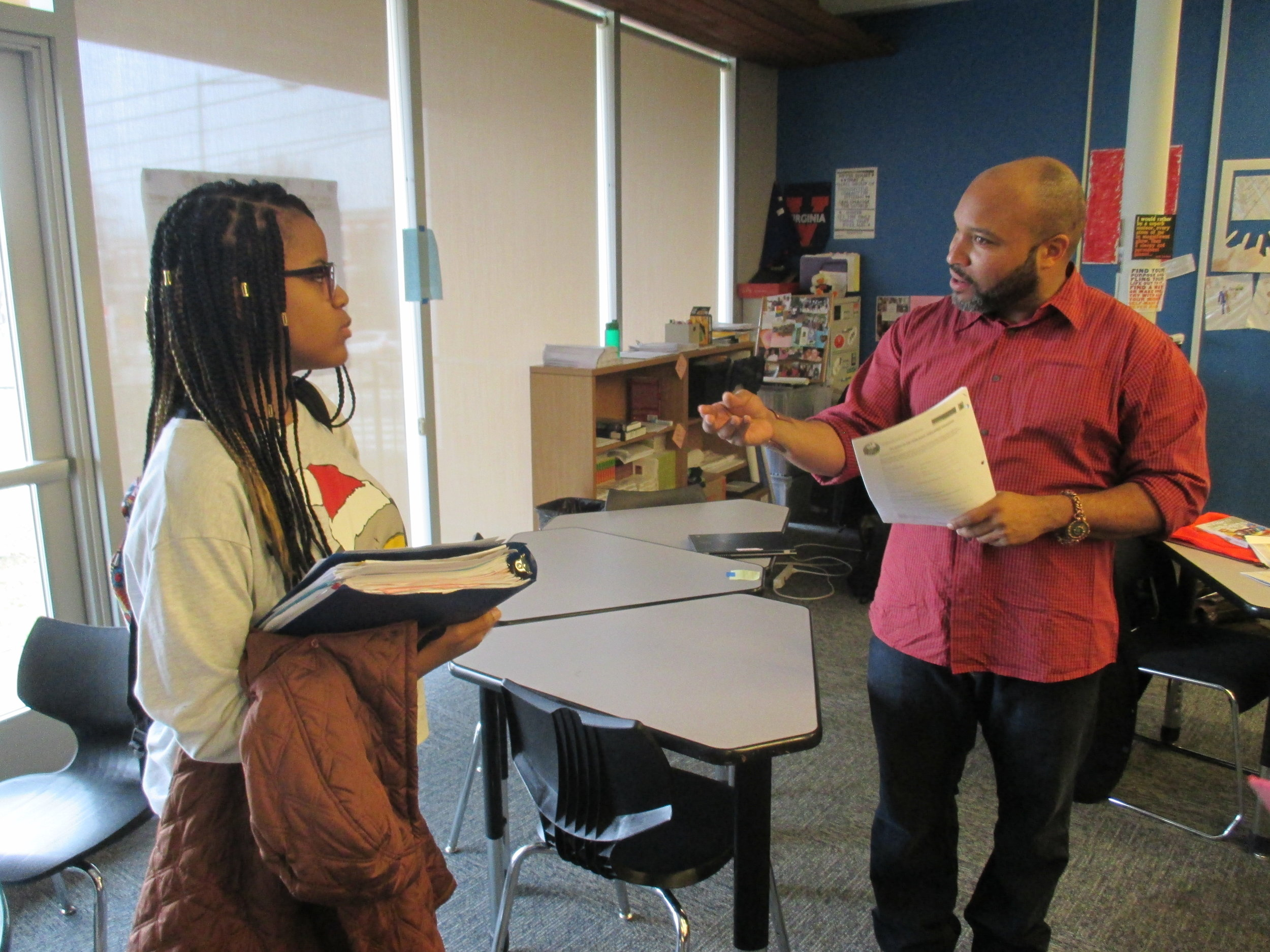 Executive director of the Pearl Coalition, David Smith, speaking with a student.