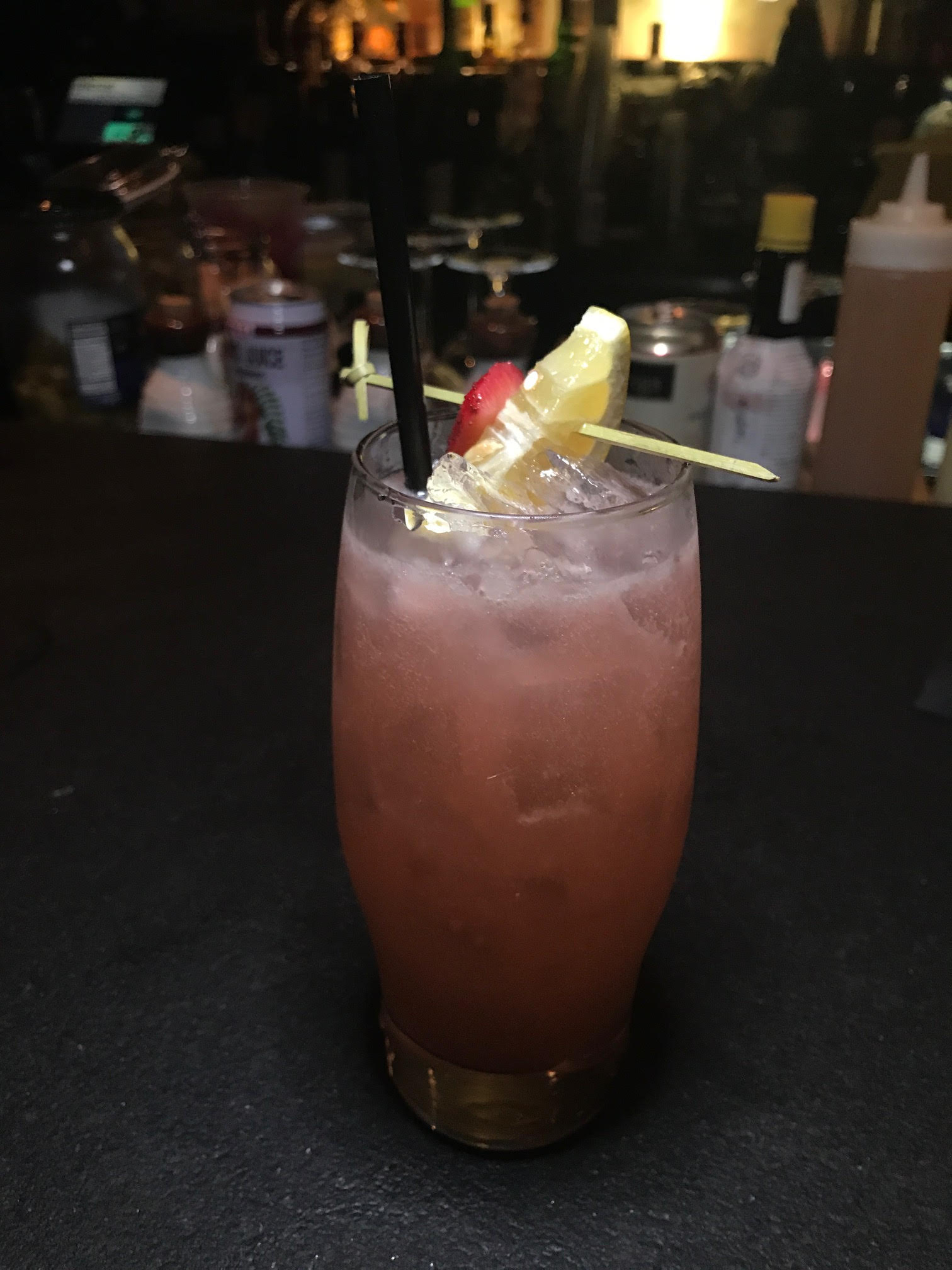 Gin cocktail with hints of strawberries and lemon