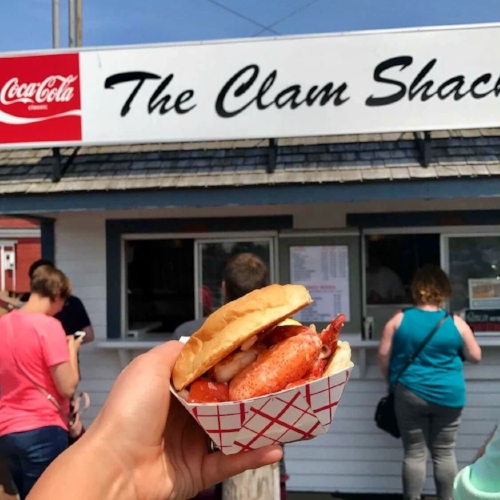 Good Eats - The Clam Shack 2 Western Avenue, Kennebunk, ME 04043The Clam Shack is a must-go tourist spot in Kennebunkport. Check out the traditional fried clams.White Barn Inn 37 Beach Ave, Kennebunk, ME 04043This is simply the fanciest place in Kennebunkport, and perfect for a date night. Open year-round, especially recommended in the fall or winter, when you can dine by the fire.Earth at Hidden Pond 354 Goose Rocks Road, Kennebunkport, Maine 04046Another high-end option for dinner in KPT. Secret tip: request to have a private dinner in the Potting Shed.Pier 77 77 Pier Road, Kennebunkport, ME, 04046For a more casual experience—and if you don't mind waiting a bit—the Ramp is the perfect spot. The Pier 77 complex includes The Ramp Up, The Ramp Down, and Pier 77. Located in the Cape Porpoise area of KPT, all three of these places have the same menu. Though we personally recommend the Ramp Down, the space is tiny and does not take reservations. But if you end up upstairs at Pier 77, you still can't go wrong.
