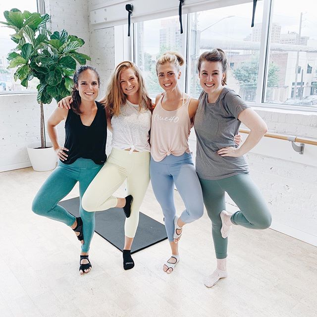 "|| G I V E A W A Y || To celebrate the end of summer, we are giving away ONE YEAR of unlimited True40 classes! Yes, you read that right - one whole year of classes! Want to enter?! Here's how: 1. Follow @true40studio  2. Follow us @true40bham_downtown  3. Like this post 4. Tag 3 friends below 5. Screenshot our ""why i love true40"" graphic (see story) and repost on your story / feed telling us why you love True40 6. For an extra entry, post a picture on your story or feed of you at the studio  This giveaway begins today and ends Saturday, August 24th at 11:59pm. We will announce the winner on instagram on Monday. **this giveaway is in no way affiliated with, endorsed by or sponsored by instagram**"