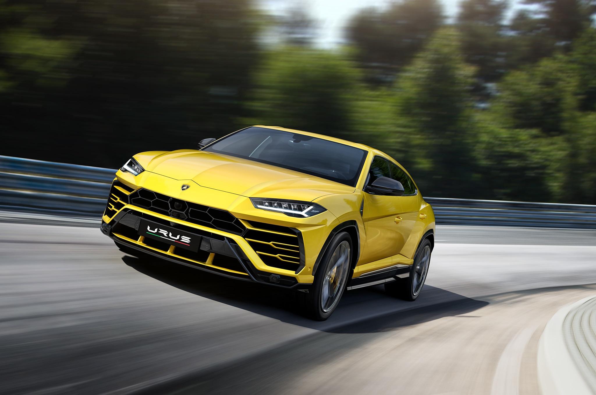 2019-Lamborghini-Urus-front-motion-view.jpg