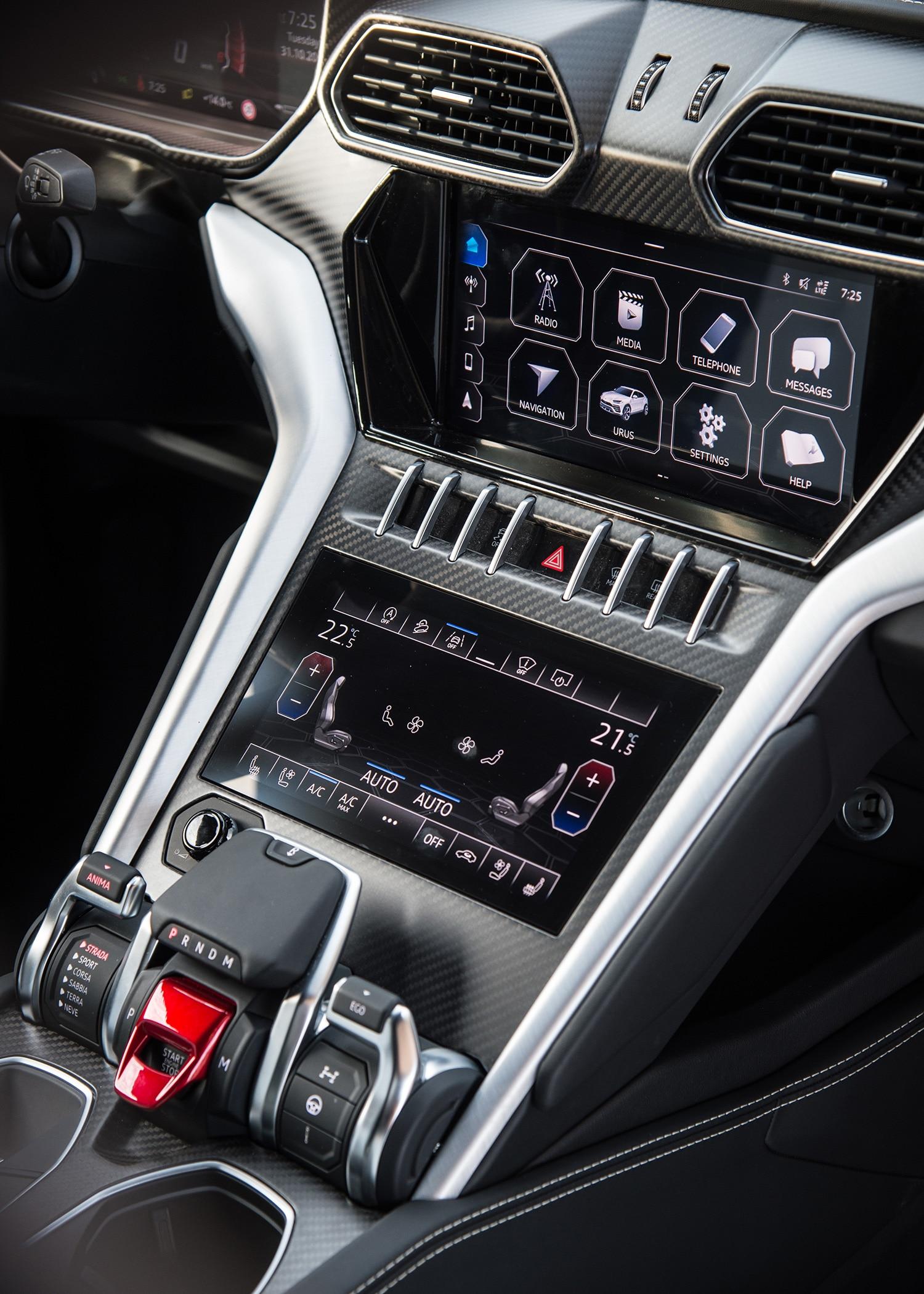 2019-Lamborghini-Urus-interior-center-stack.jpg