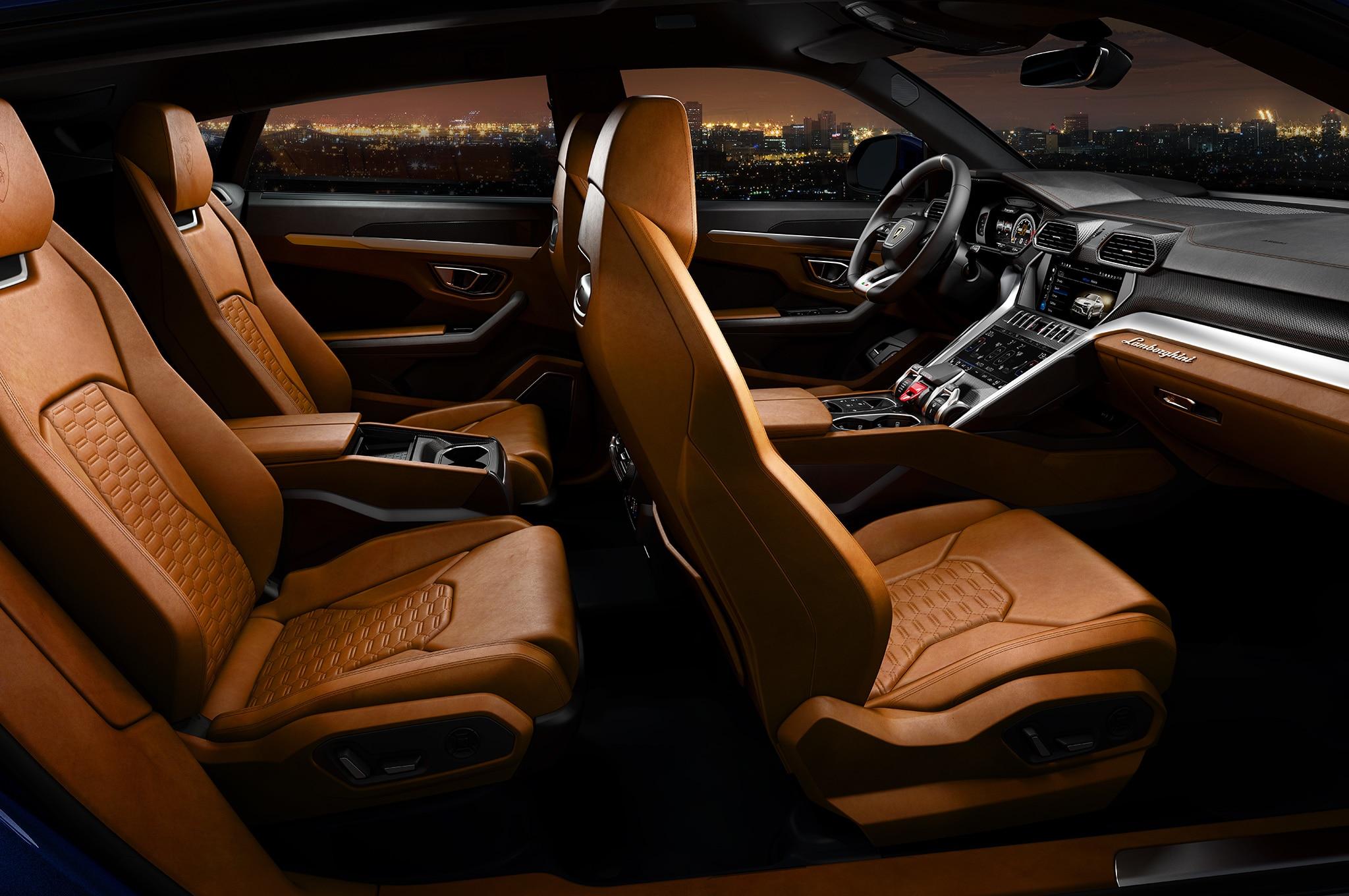 2019-Lamborghini-Urus-interior-from-side.jpg