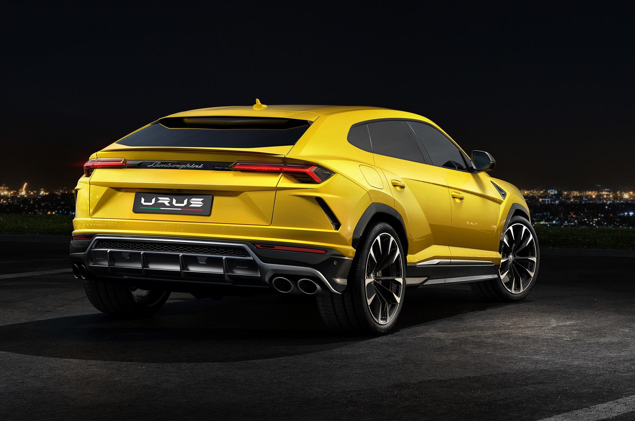 2019-Lamborghini-Urus-rear-side-view.jpg