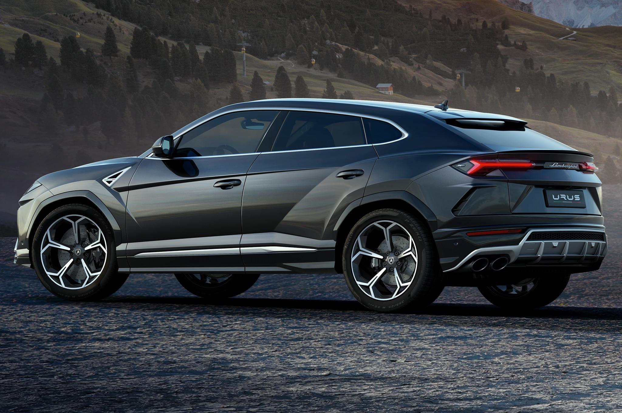 2019-Lamborghini-Urus-rear-side-view-1.jpg