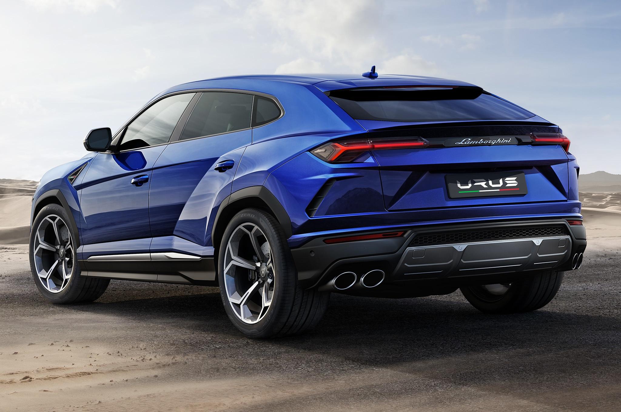 2019-Lamborghini-Urus-rear-side-view-parked.jpg