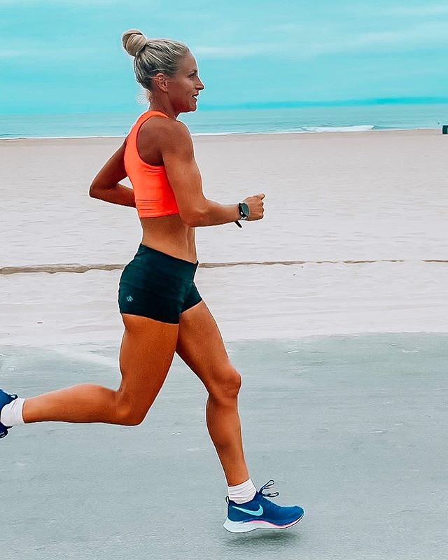 Oof. This morning was a G R I N D 🥵. I felt like kaka, but got it done. Some days are going to feel great and others are going to be a grind... that is OK! That's part of training. I have never experienced growth as a runner (or in any other area of my life) without having hard days. . . Workout was 17 miles with 2x4 miles (1st - 6:35, 2nd - 6:25). Second half was into the wind, which is always a feat but you gotta train in it if you want to be fully prepared for race day! . . I thought I had my fueling game plan down, but I got cramps in my calves and hammies the whole second half of the workout, which tells me I'm lacking some minerals? I think? I've never had cramping before!! What do ya'll do to avoid it? . . Thankful for the company of  @myrunbum for the first half of my workout!! 💛 . . . Now to enjoy the rest of the weekend!! 🤩🌞. . . #gorun #runinrabbit #radrabbit #morningrun #longrun #monitorthebeat #runhappy #iloverunning #stravarun #garmin #runningterritory