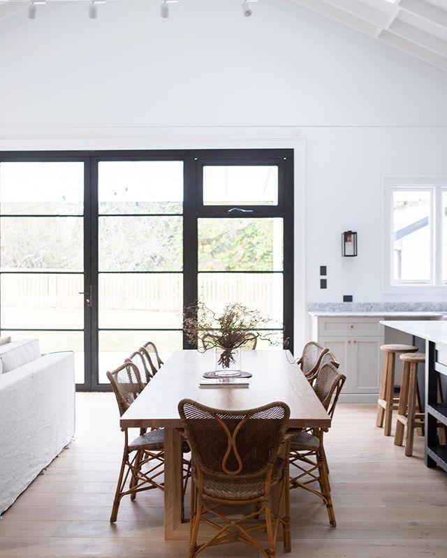 Leura 🍂  @orchard.cottage.leura . . . . #leura #mountains #interiordesign #farmhouse #modernfarm #instahome #interiors #design #southernliving #farmhousestyle #interiorinspo #kitchendesign #architecture #interiordesign #homebeautiful #countrystyle
