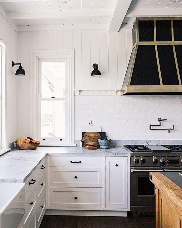 @wildwoodhill kitchen 🍴 . . . . #wildwoodhill #interiordesign #farmhouse #modernfarm #instahome #interiors #design #southernliving #farmhousestyle #interiorinspo #kitchendesign #architecture #interiordesign #homebeautiful #countrystyle